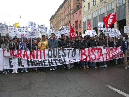 inizio manifestazione migranti bologna