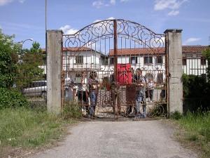 dietro il cancello del manicomio di rovigo
